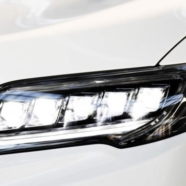 2018 Acura RDX head light up close