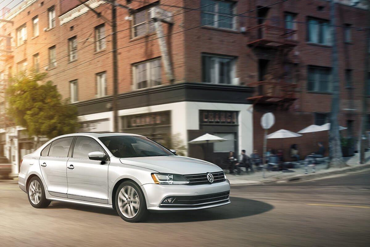 2017 Volkswagen Jetta Driving Downtown