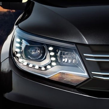 2017 Volkswagen Tiguan Headlight Detail