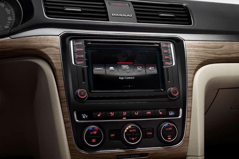 2018 Volkswagen Passat Interior Console