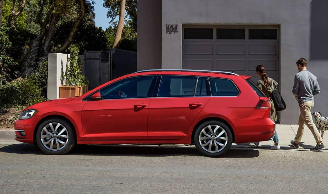 2018 Volkswagen Golf SportWagen SEL in Tornado Red