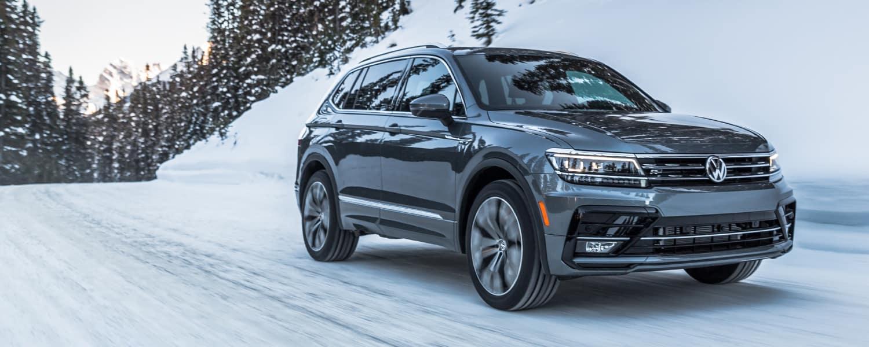 2019 Volkswagen Tiguan driving in snow