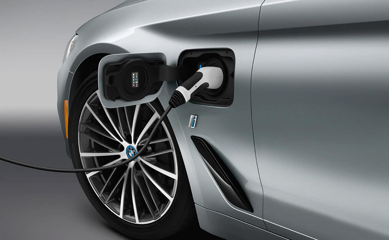 2019 BMW iPerformance 530e plugged in