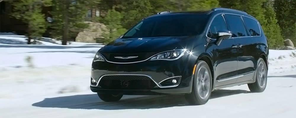 2019 Chrysler Pacifica driving in snow