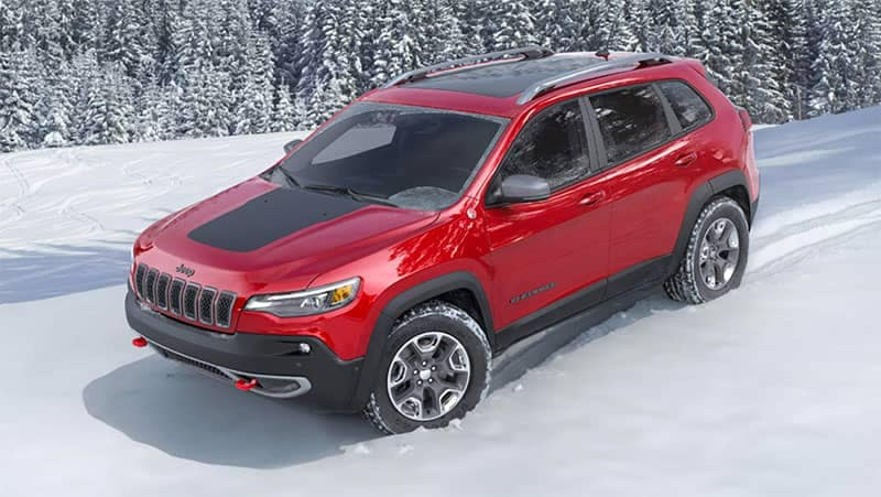 2019 Jeep Cherokee in the snow