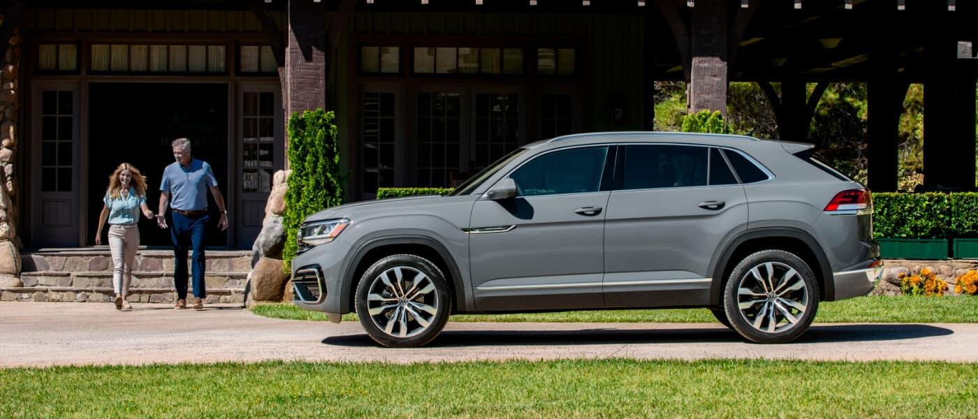 2020 Volkswagen Atlas Cross Sport vs. 2020 Jeep Grand Cherokee