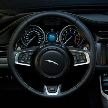 2019-jaguar-xf-interior