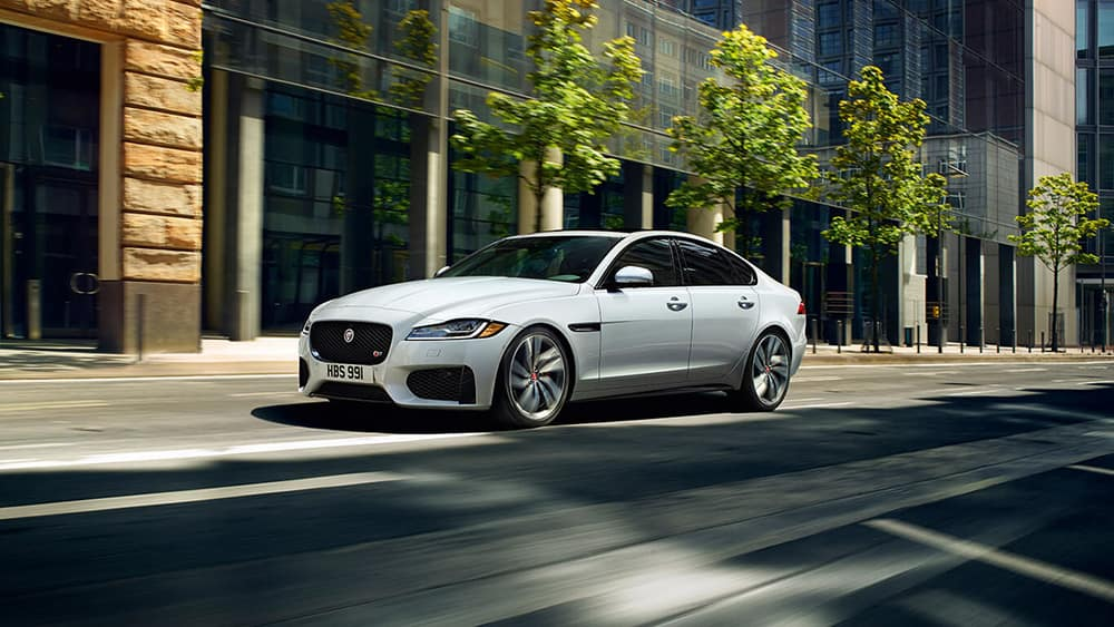 2019-jaguar-xf-luxury-sedan-exterior-front-side-view