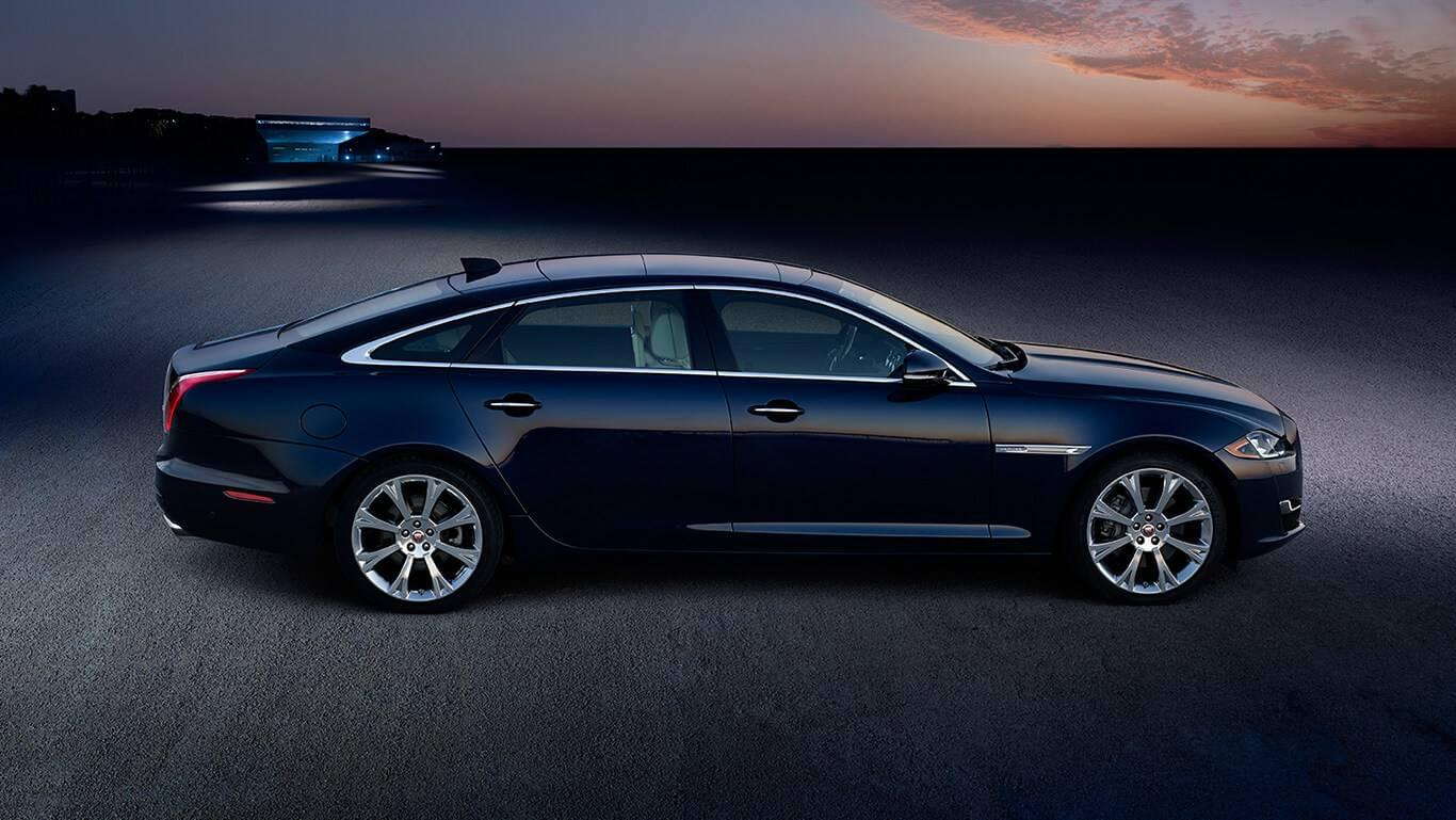 2017 Jaguar XJ side view