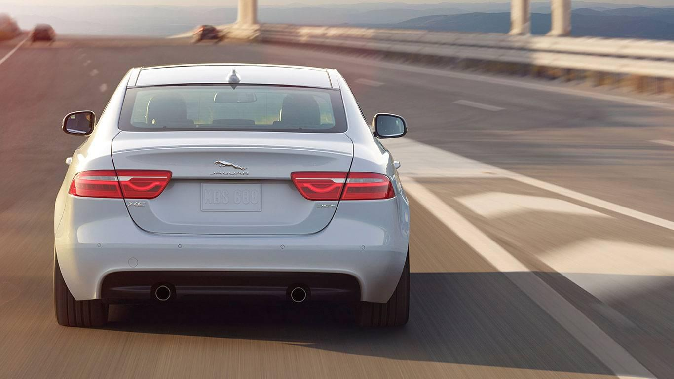 2017 XE rear_white