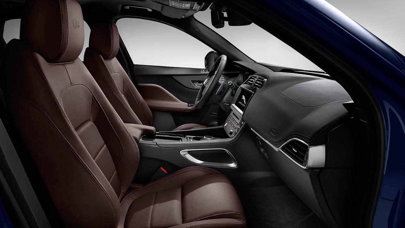 Jaguar F-PACE-int