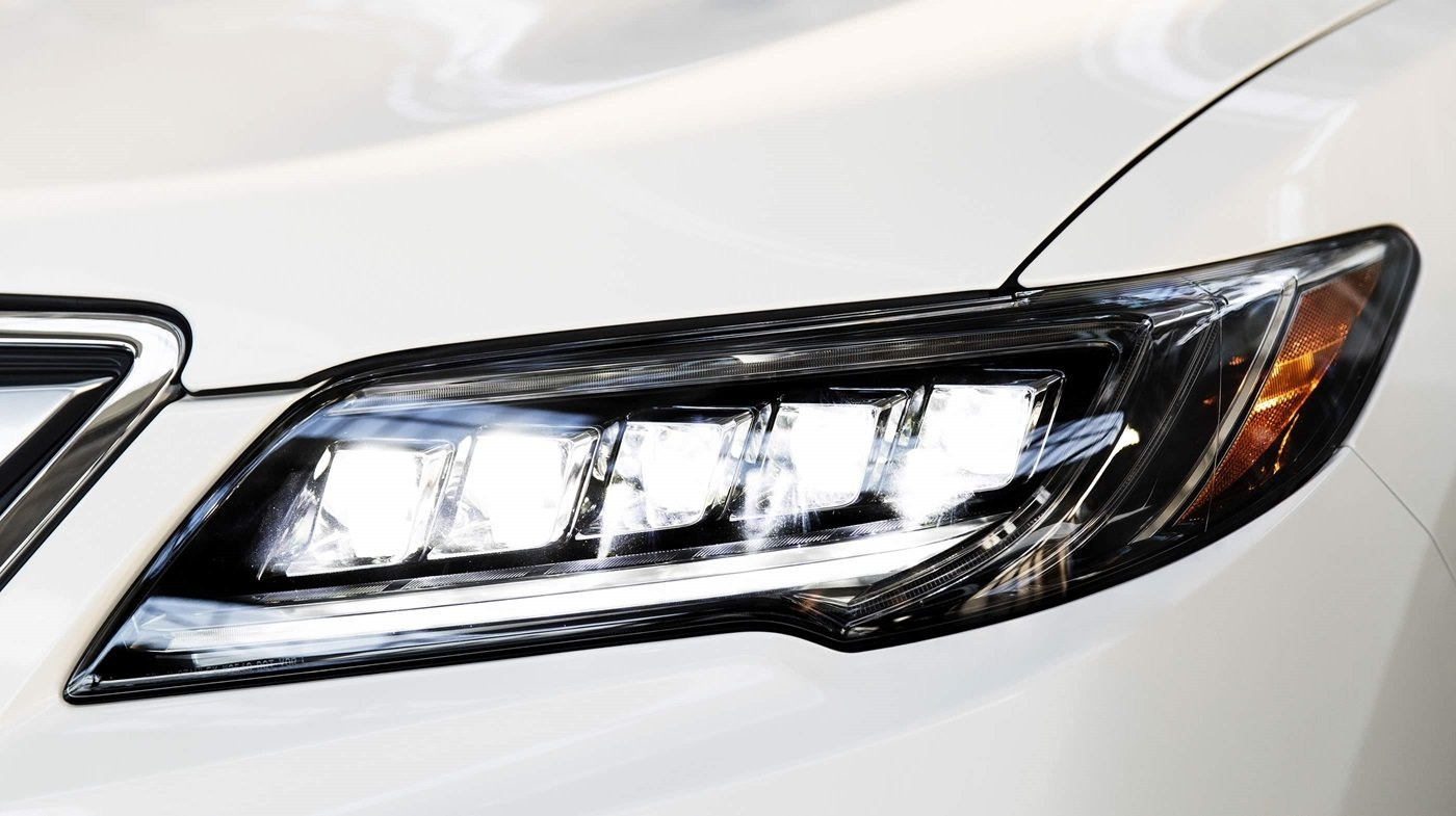 2018 Acura RDX headlight up close
