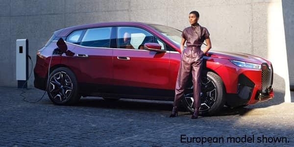 A side view of the new 2022 BMW iX electric SAV