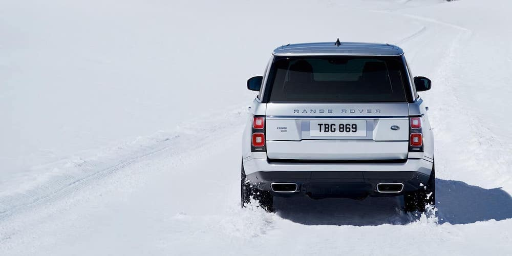 2019 range rover driving through snow