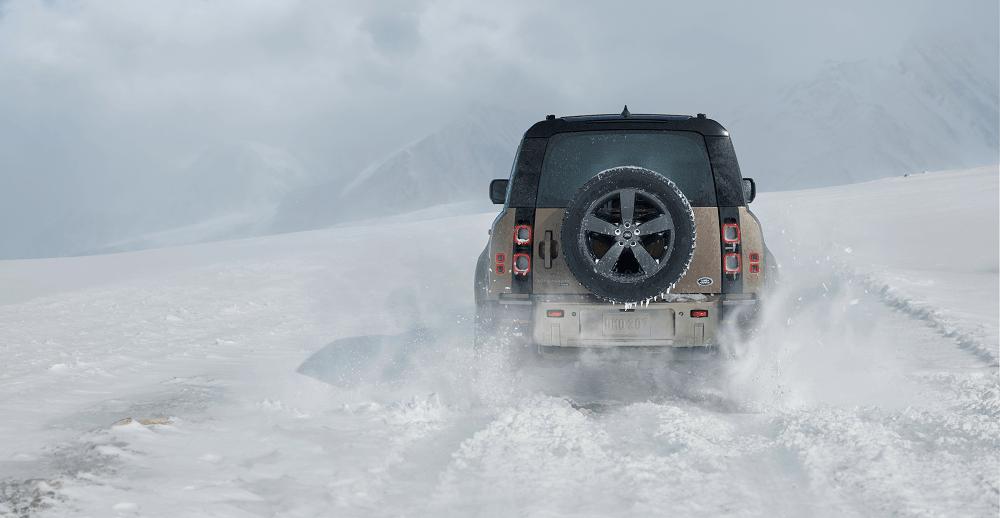2020 Land Rover Defender Snow