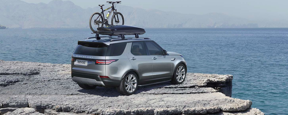 2019 land rover discovery on cliff