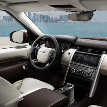 2019 Land Rover Discovery Front Seating and Dashboard