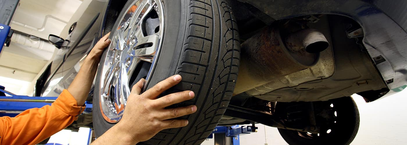 mechanic changing a car wheel.