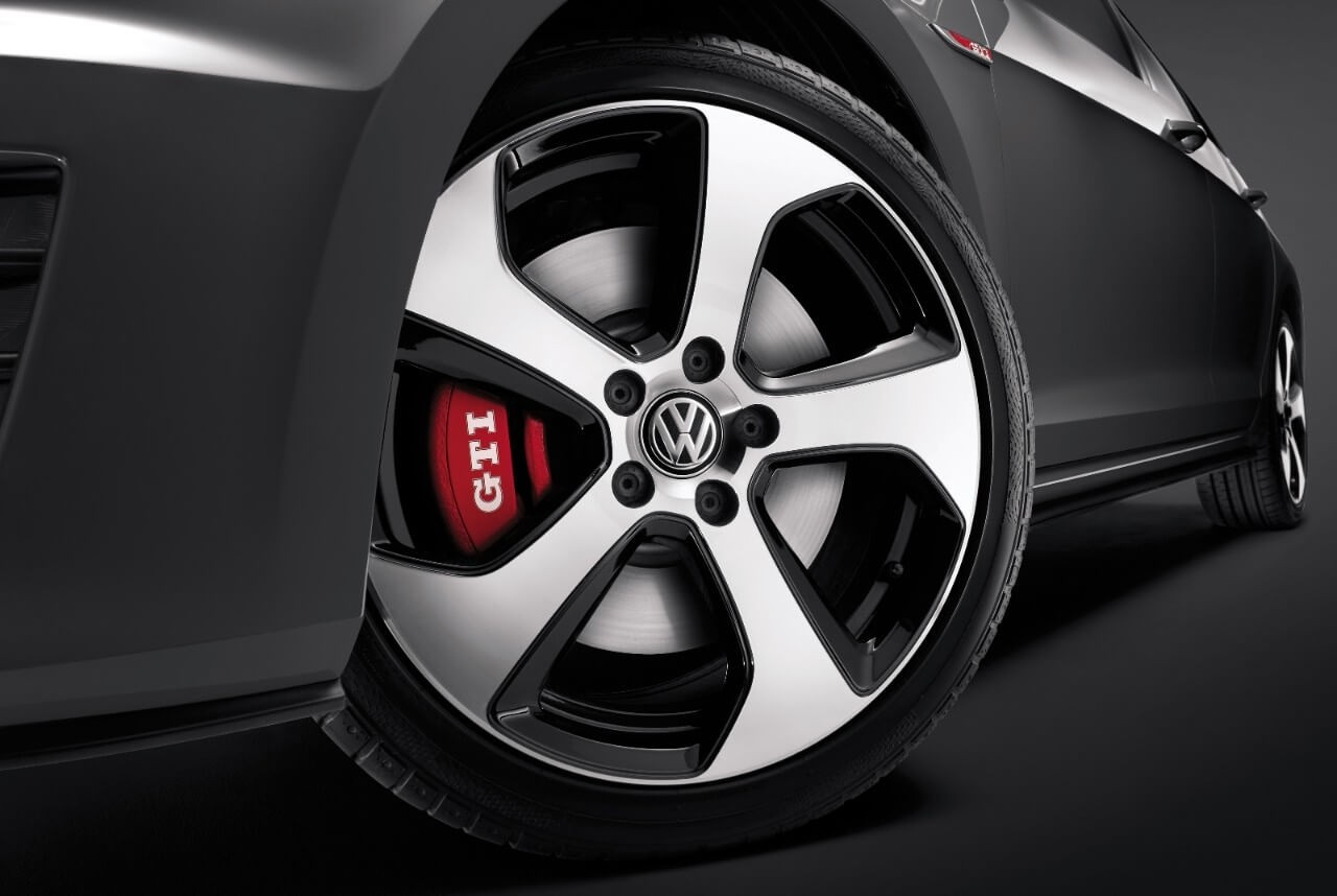 2017 Volkswagen Golf GTI wheel up close