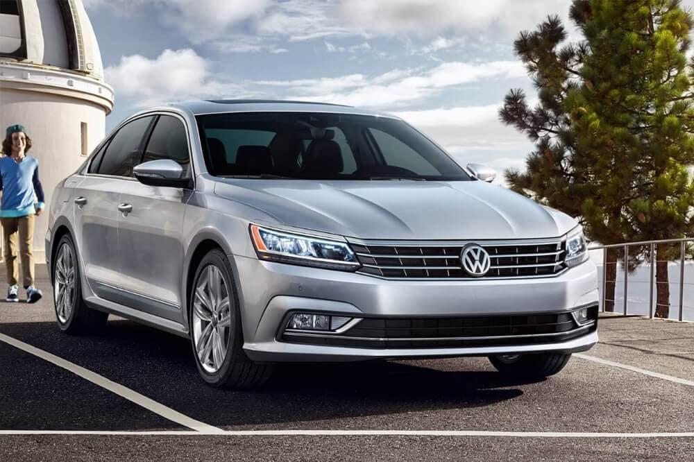 2018 Volkswagen Passat front exterior