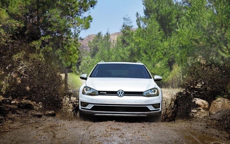 2017 Volkswagen Golf Alltrack front exterior