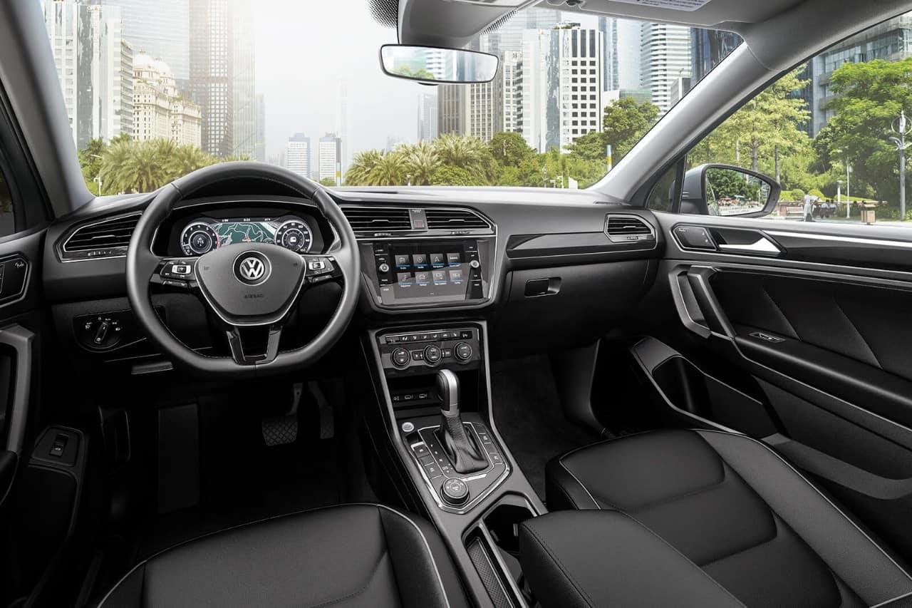 2018 Volkswagen Tiguan interior dashboard