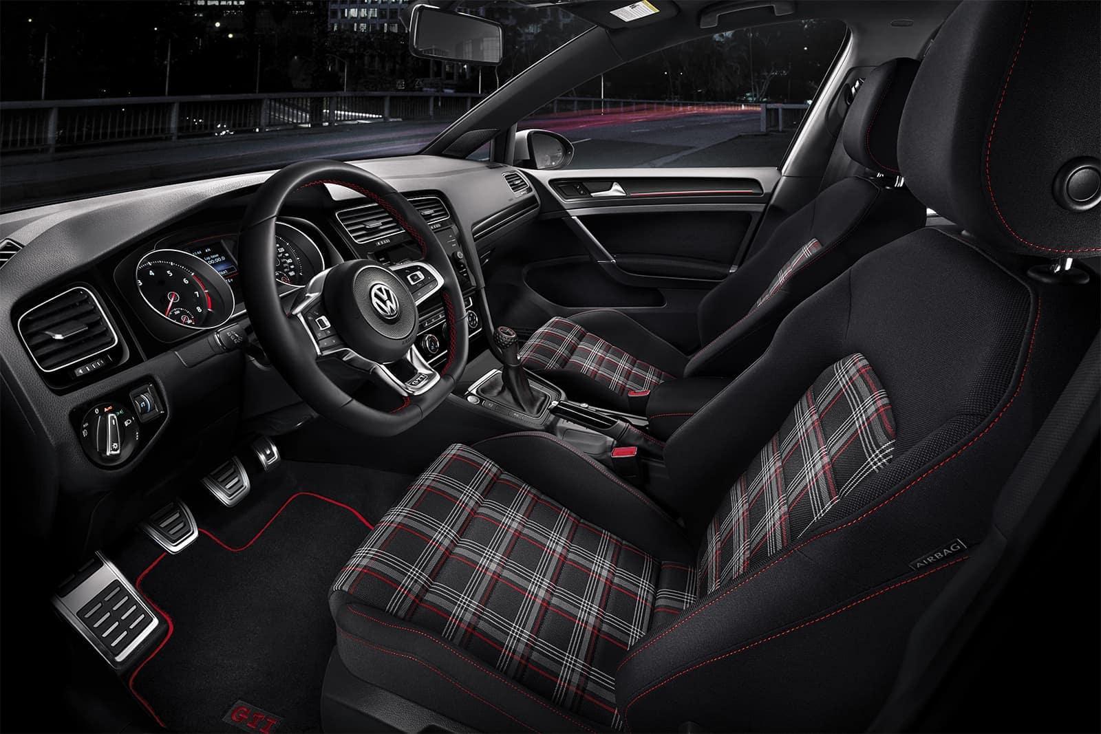 2018 Volkswagen Golf front interior