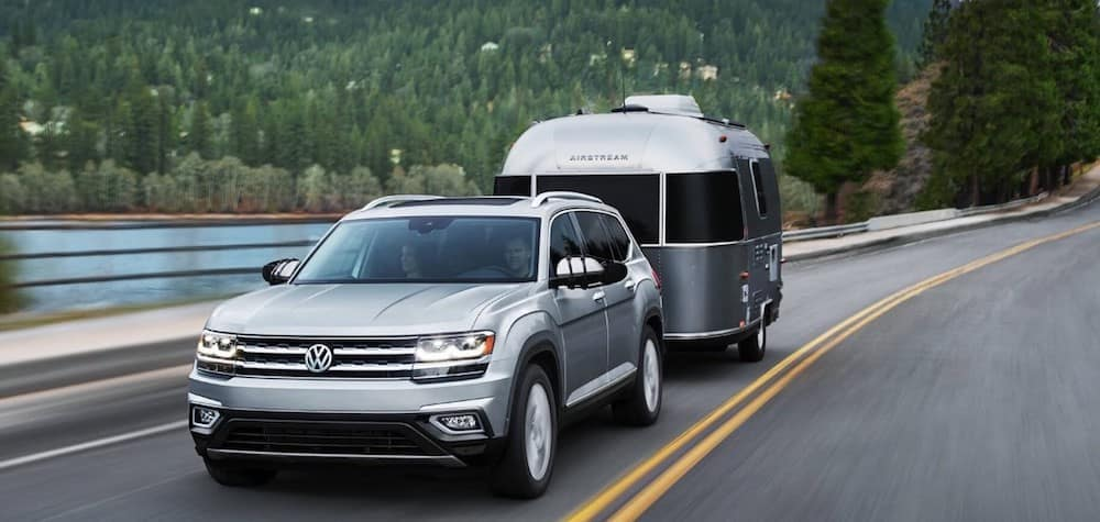 VW Atlas hauling trailer