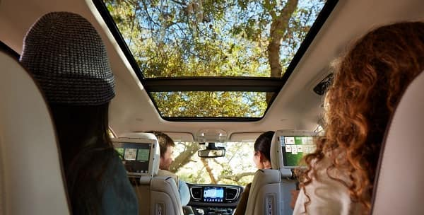 2018 Chrysler Pacifica vs 2018 Honda Odyssey Orland Park, IL