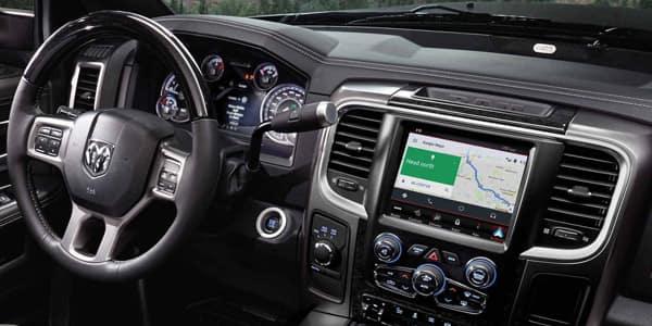 2018 Ram 2500 vs 2018 GMC 2500 technology features at Mancari CDJR near Palos Hills, IL