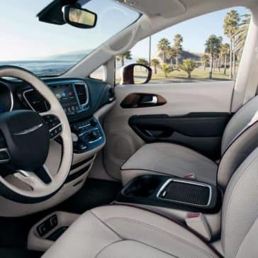 2018 Chrysler Pacifica Interior Front Seating and Dashboard