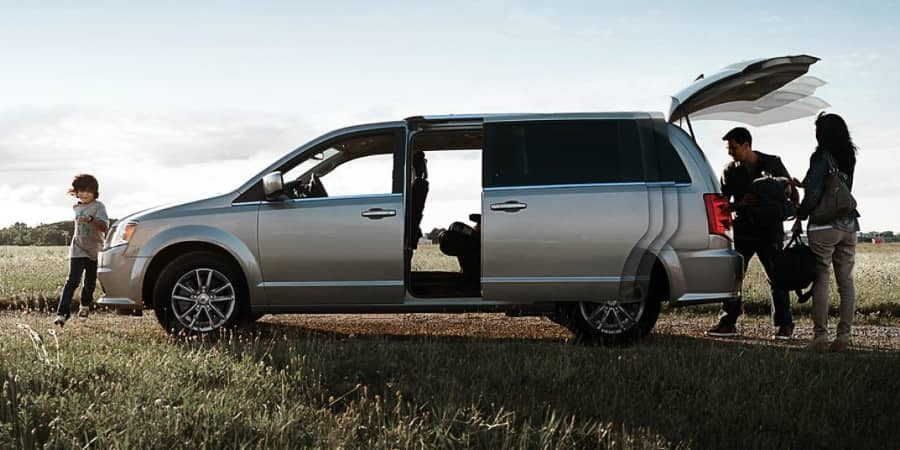 parents take kids gear out of 2018 Dodge Grand Caravan