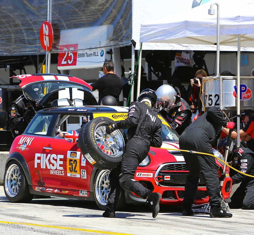 MINI John Cooper Works Pit Crew