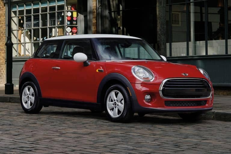 2018 MINI Hardtop 2 door in red