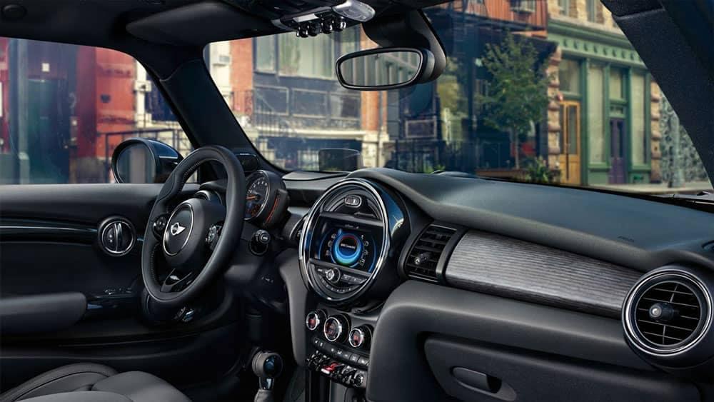 2018 MINI Hardtop 4-Door features