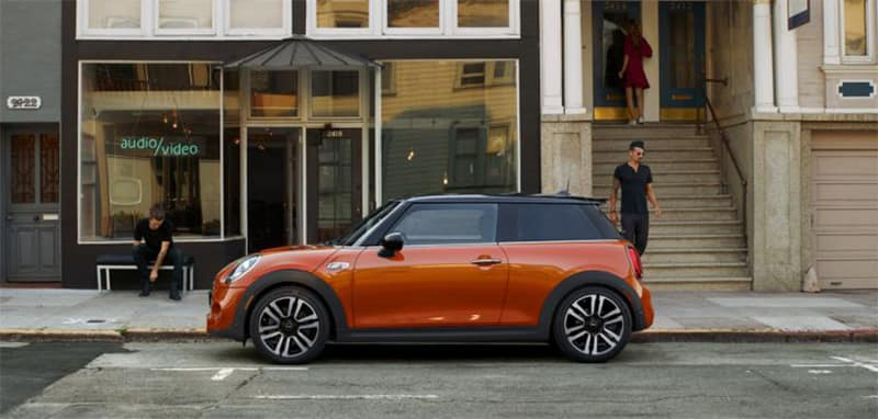 2018 MINI Hardtop 2-Door profile view in front of store front