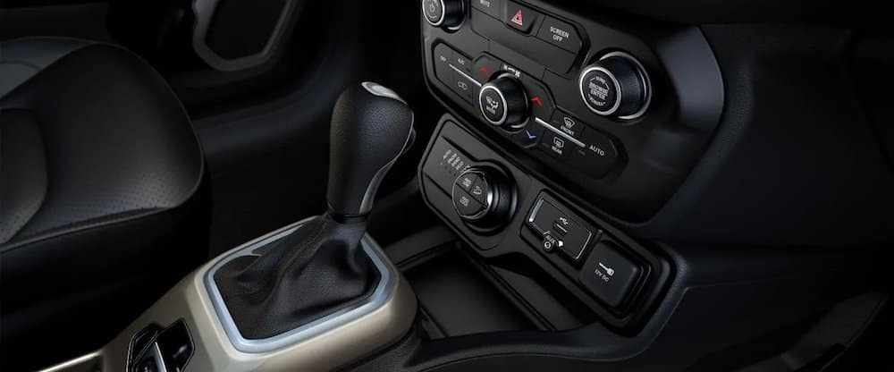 2018 Jeep Renegade interior console