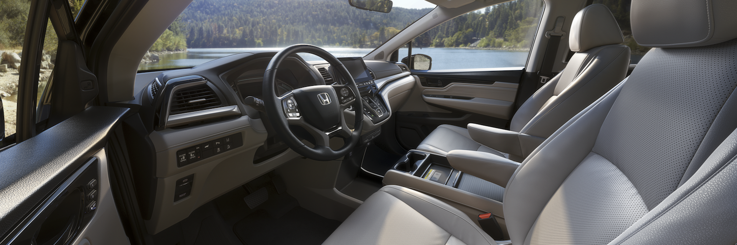 The front seating and dashboard of the 2019 Honda Odyssey