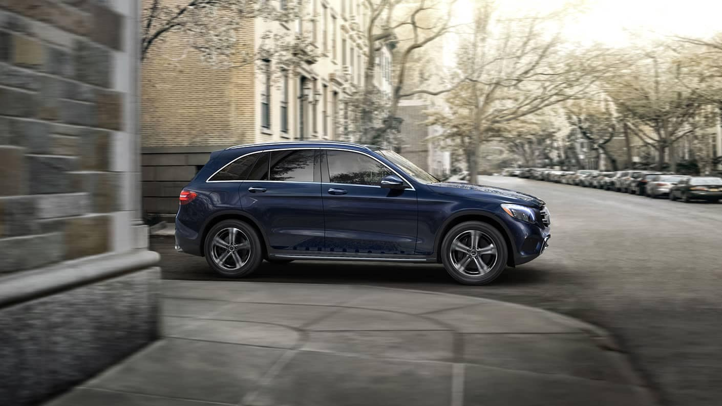 2019 Mercedes-Benz GLC driving around curve
