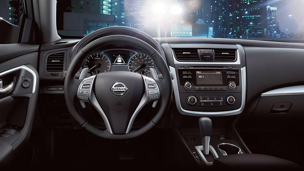 2017 Nissan Altima interior features