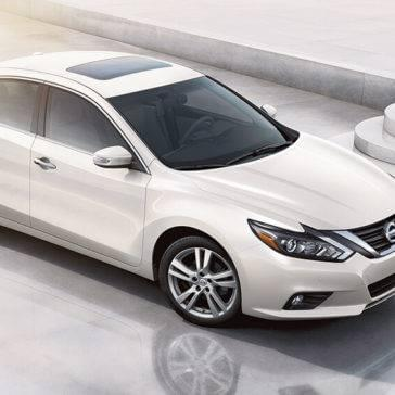 2017 Nissan Altima white exterior model