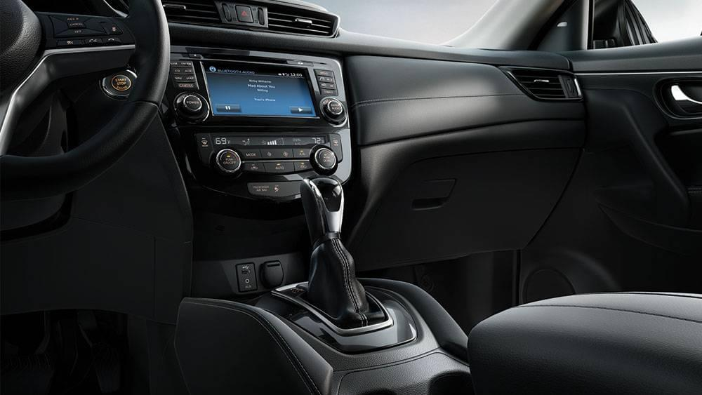 2017 Nissan Rogue interior features