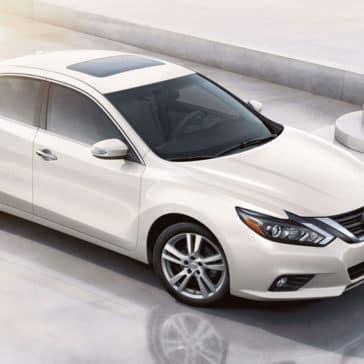 2018 Nissan Altima white exterior