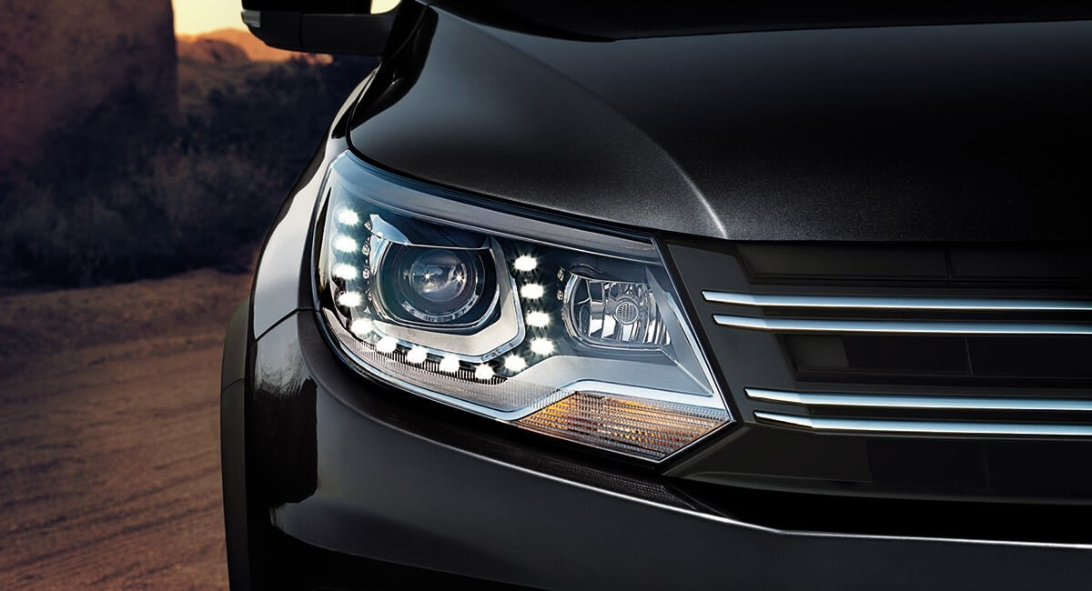 2017 Volkswagen Tiguan-Headlight Detail