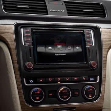 2018 Volkswagen Passat Center Dash