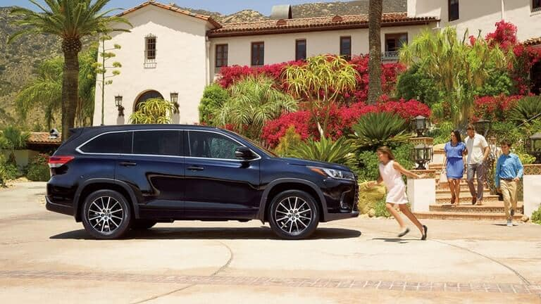 2018 Toyota Highlander side exterior