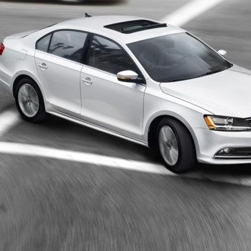 2017 Volkswagen Jetta right turn